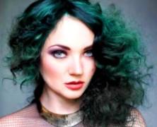 Зеленые волосы: эффектный образ для девушки