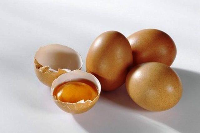 В яйцах содержатся витамины группы В, которые оздоравливают кожу.