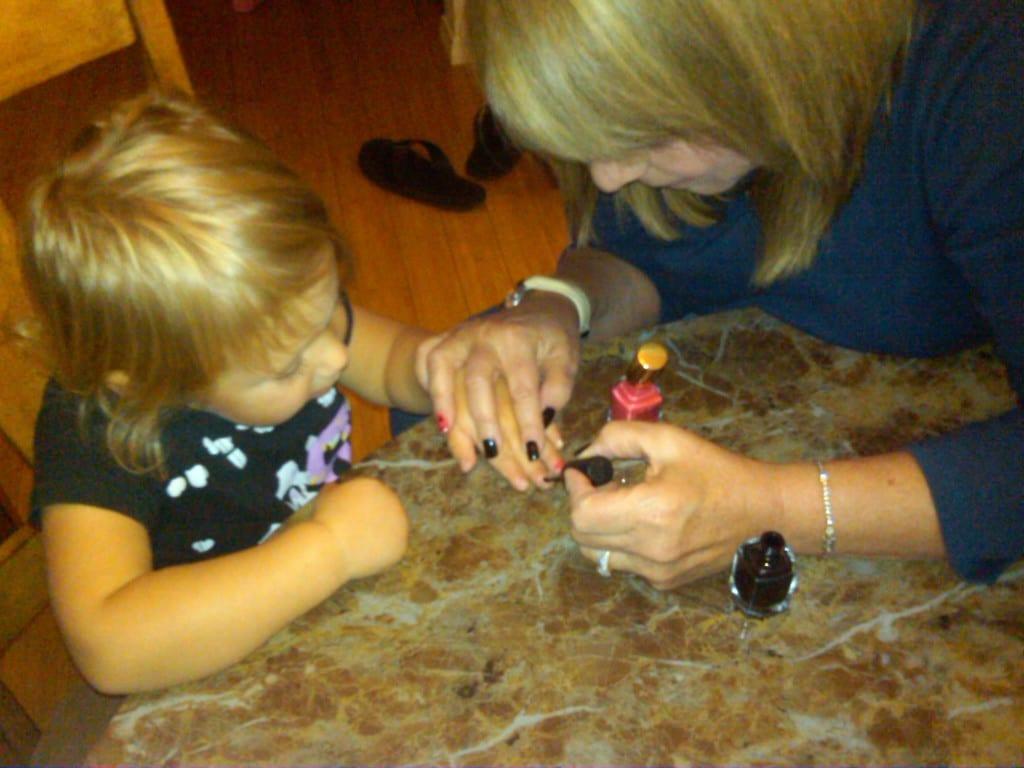 Как перестать грызть ногти детям