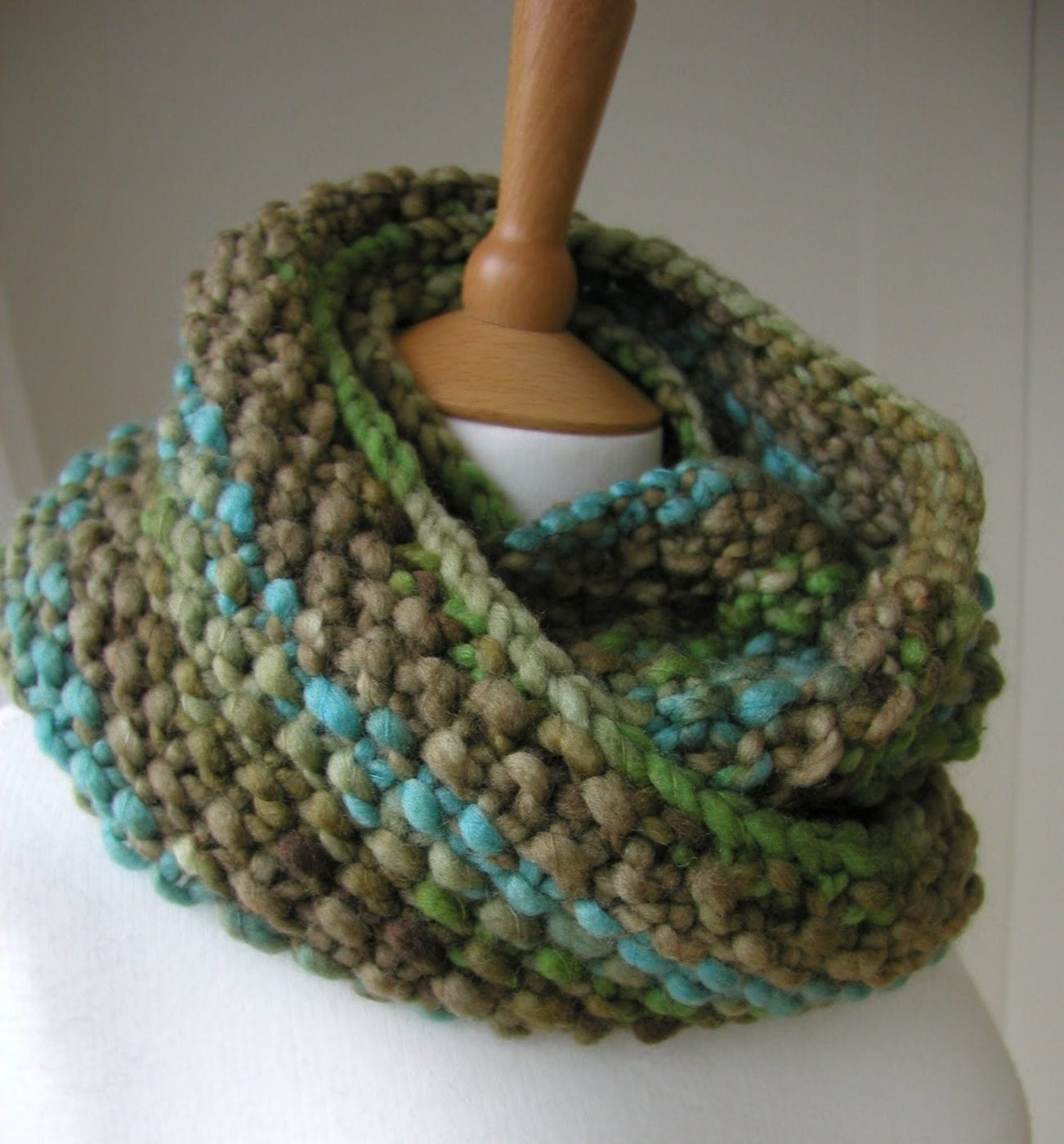 Как связать шарф платочной вязкой