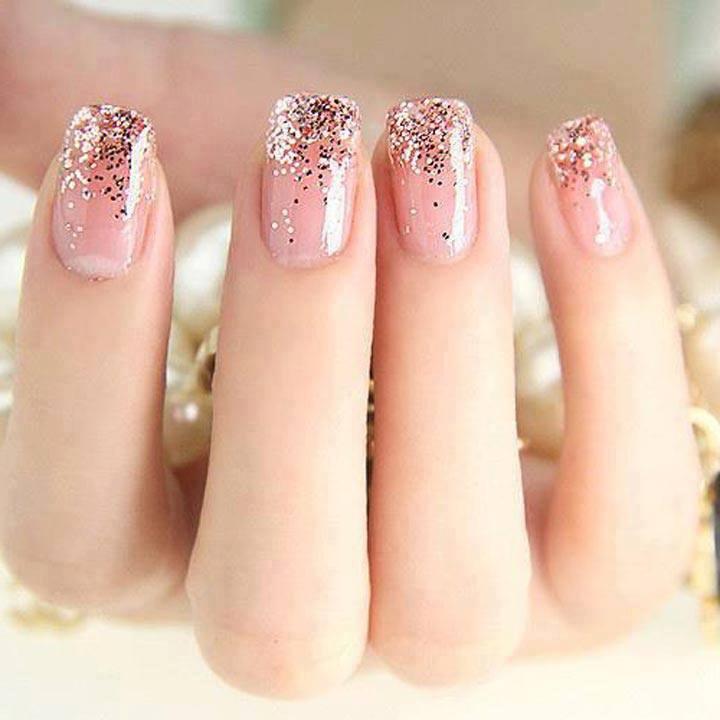 Френч блестками на ногтях