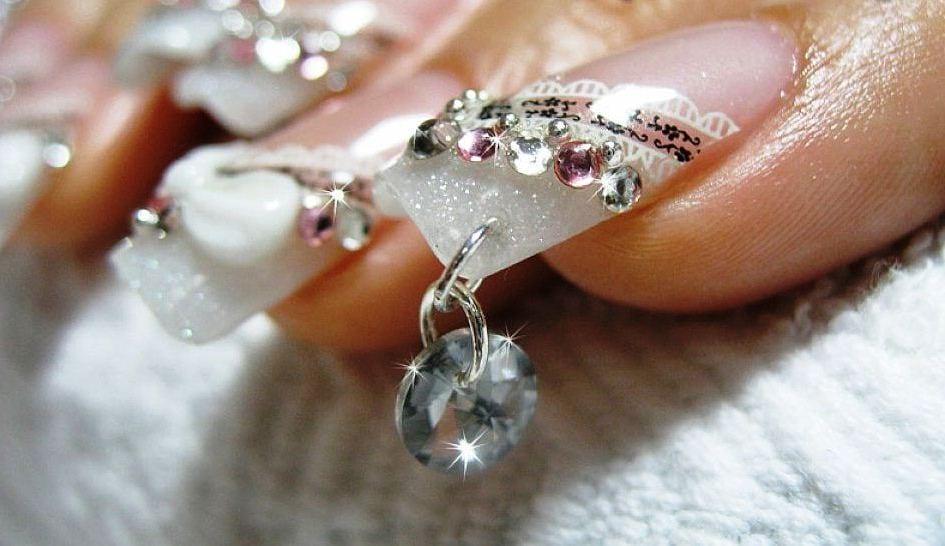 Дизайн шеллак на короткие ногти в белом цвете фото