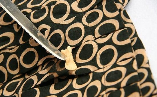 Как отклеить жевательную резинку с ткани