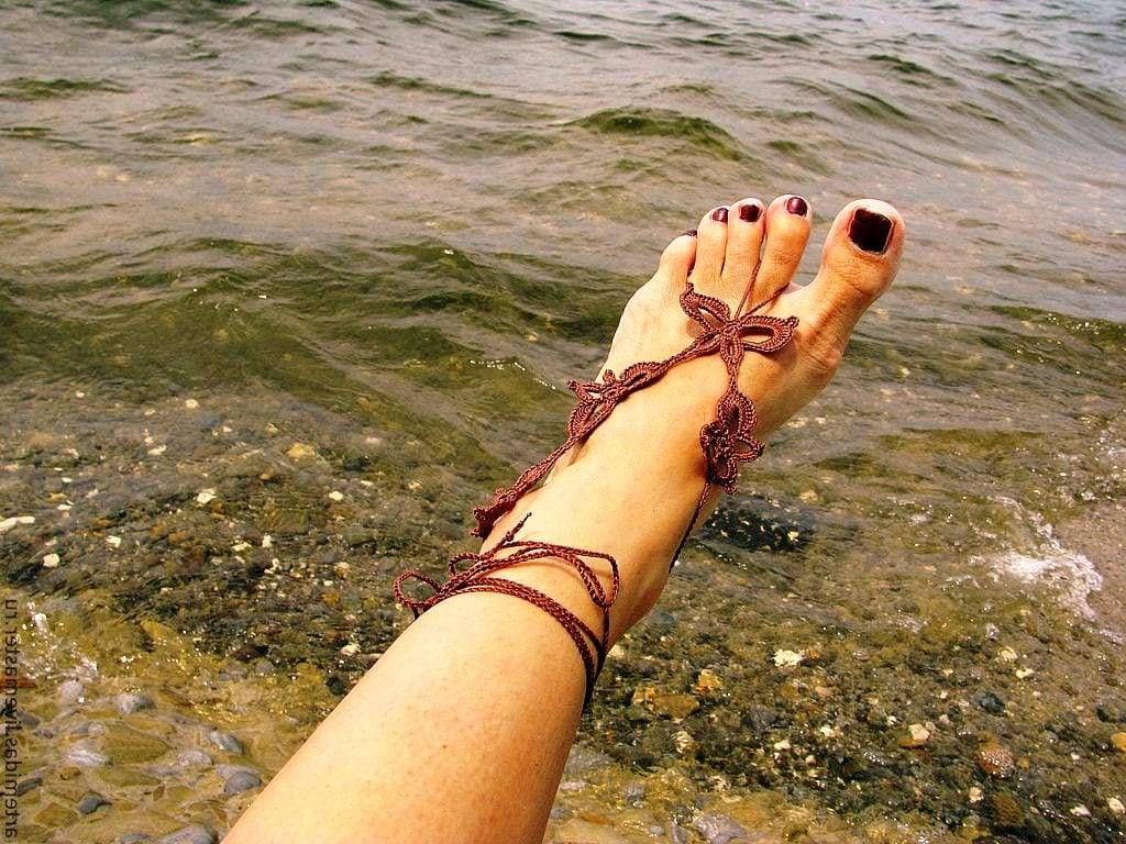 Сделать браслет на ногу своими руками