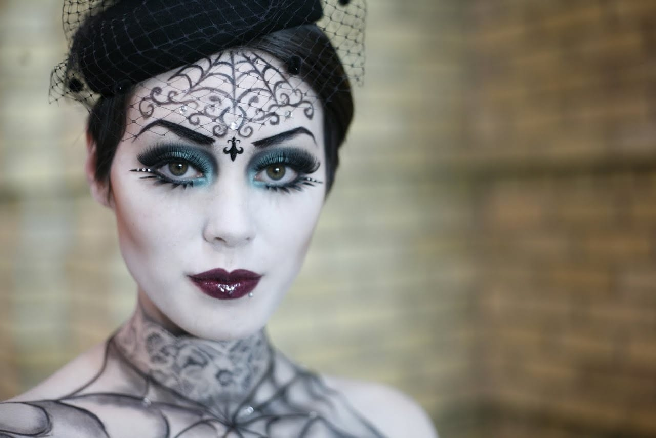 gothic-beauty-halloween-makeup-1