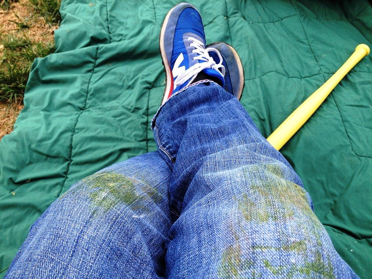 Как убрать смолу с джинсов в домашних условиях