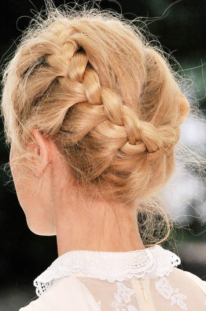 Коса заплетенная по голове