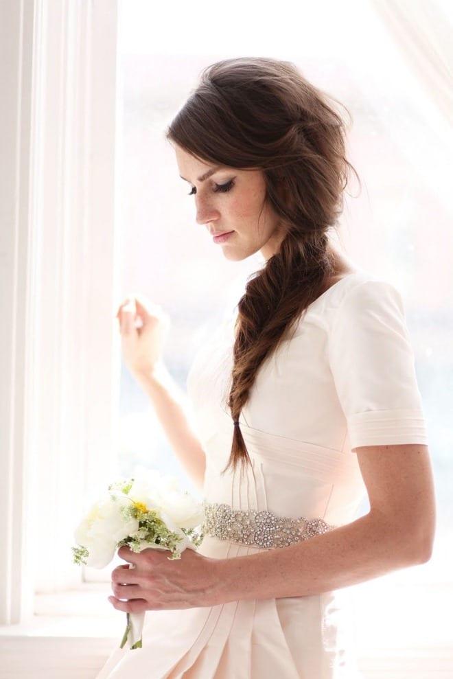 Необычная прическа невесты
