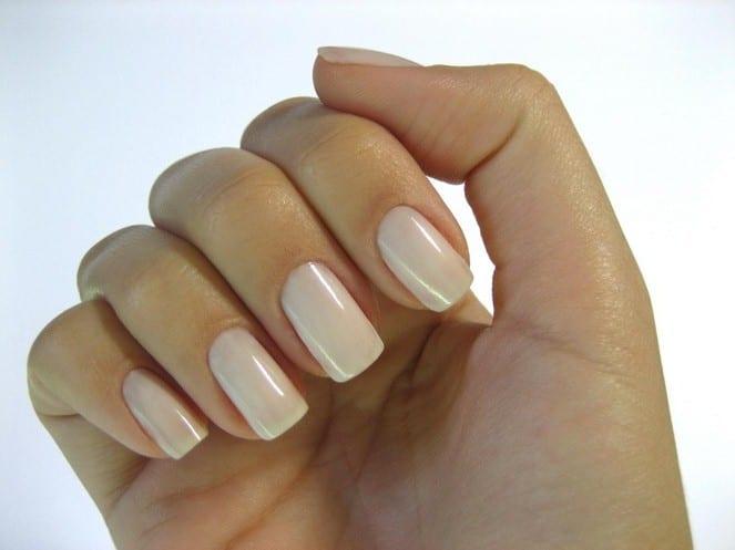 Пастельные оттенки лака для ногтей