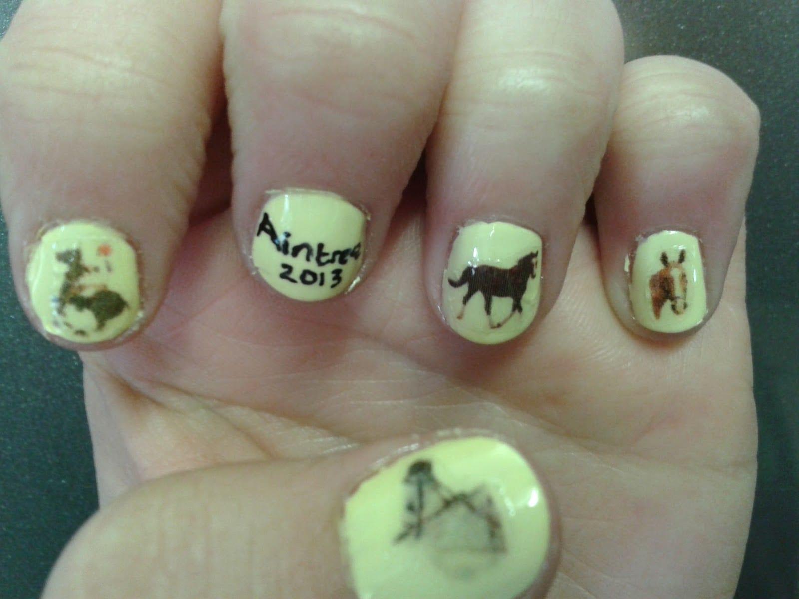 Ногти с лошадками фото