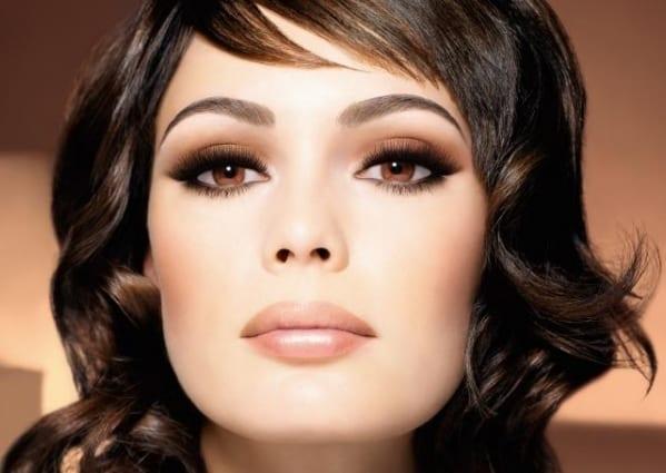 Легкий макияж с коричневыми тенями