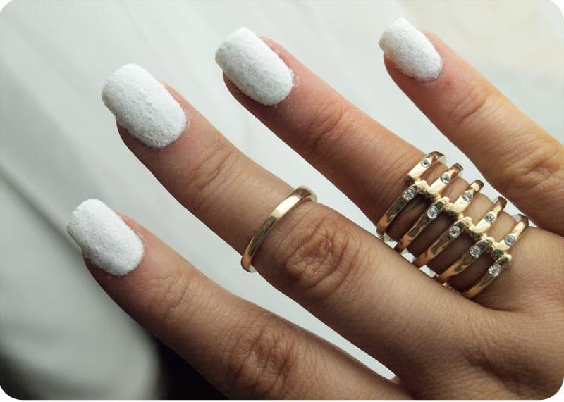 Ногти, покрытые бархатом