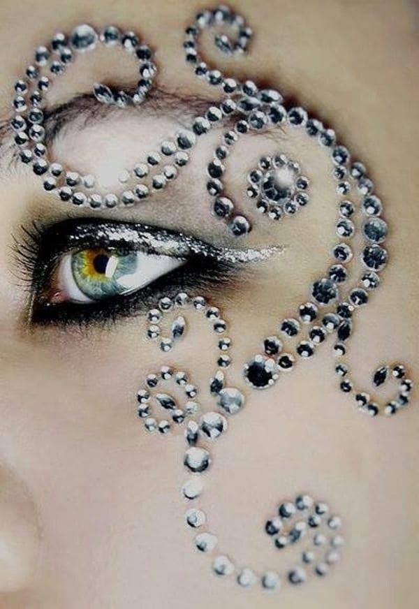 Декоративная маска из стразов