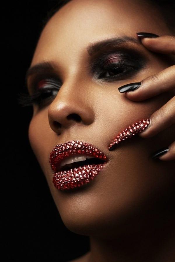 Камешки на ногтях