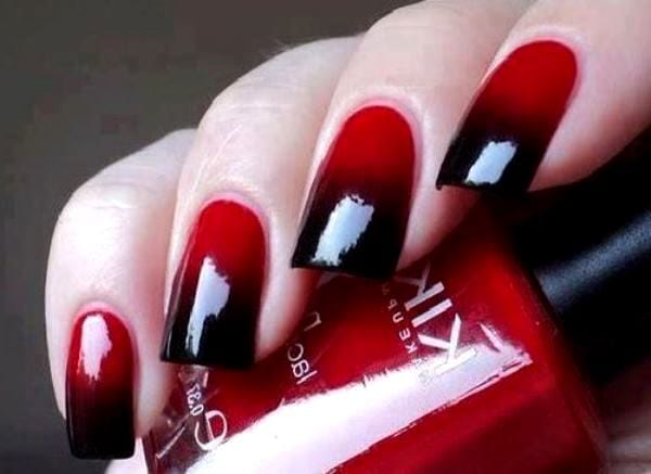 Темно-красный маникюр