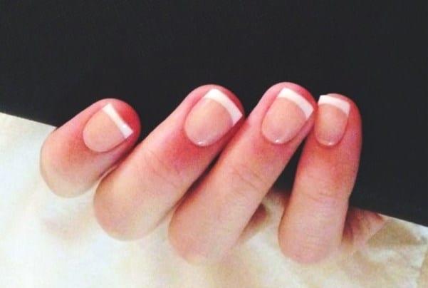 Французский маникюр короткие квадратные ногти
