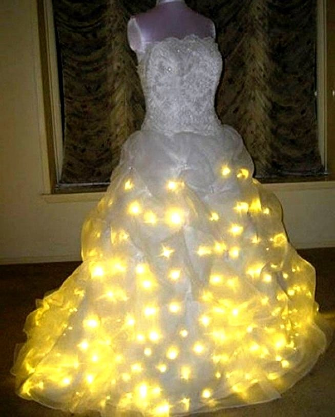 Платье с гирляндой
