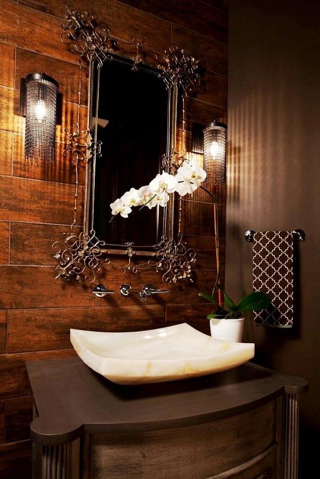 Изысканный дизайн зеркала в ванной
