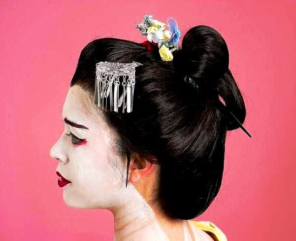 Прически которые сделаны палочками для волос