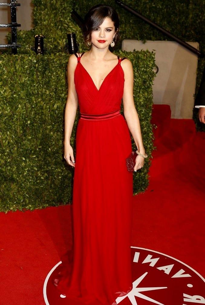 Селена гомес красные платья