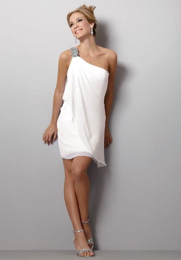 Платье на одно плечо какое украшение