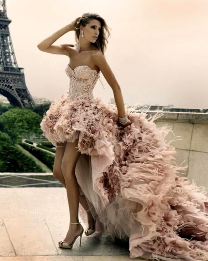Роскошное платье со шлейфом