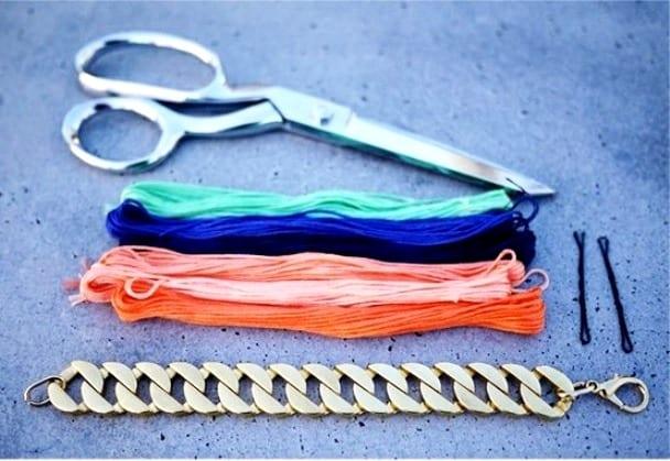 Браслет из цепочки и ниток