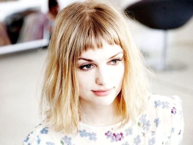 причёски с короткой чёлкой фото