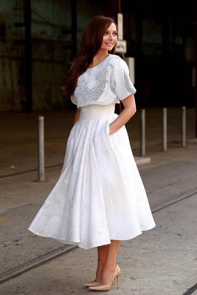 Белая пышная юбка до колена