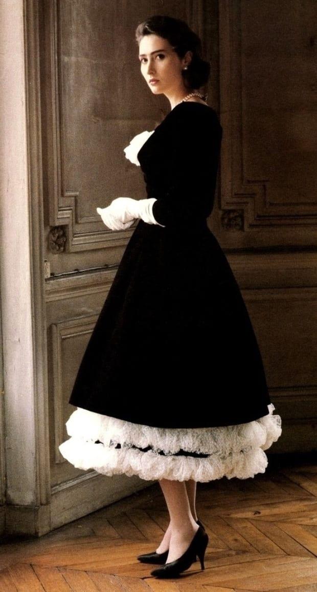 Бежевое платье из бархата