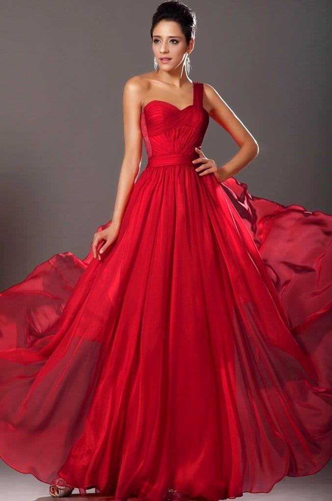 Платье в пол на одно плечо красное