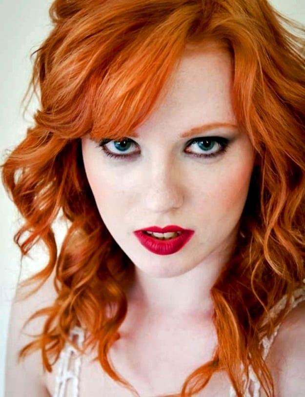 рыжие волосы и красная помада фото