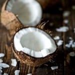 Кокосовое масло можно растопить на водяной бане