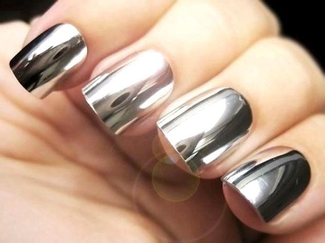 Ногти с зеркальной втиркой