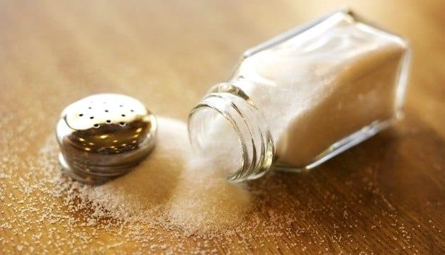 Соль в скрабе для лица