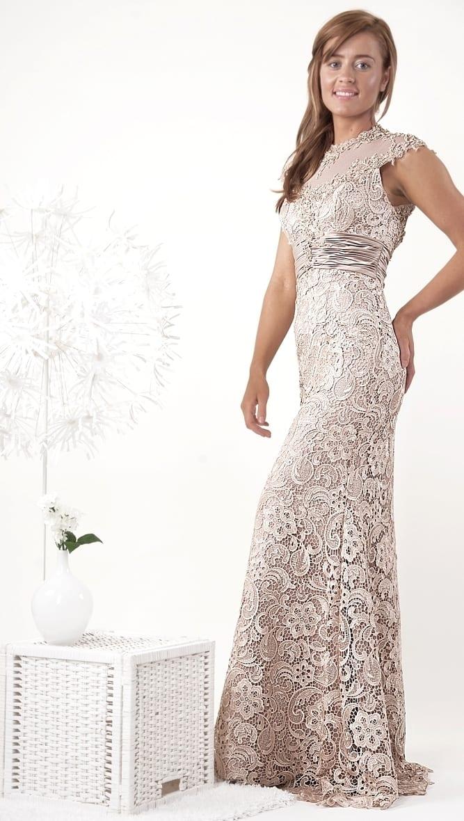 7d26b36a16289ef Не хуже выглядит и короткий вариант черного платья в коллекции Elie Saab  этого сезона. Гипюровый материал в нем прекрасно может дополнить любые  наряды, ...