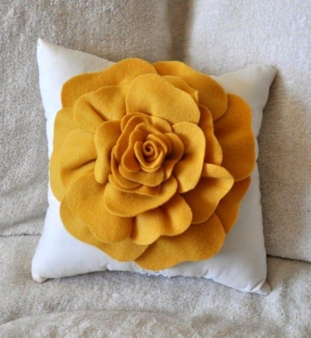 Подушка-цветок из ткани своими руками