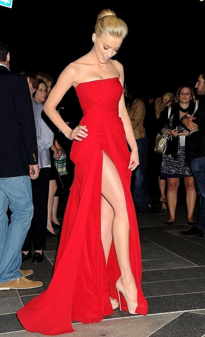 Платье и красные туфли