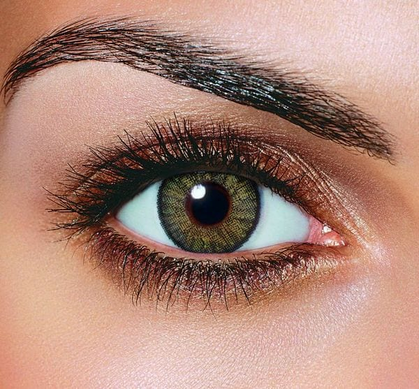 Фото глаза оливкового цвета