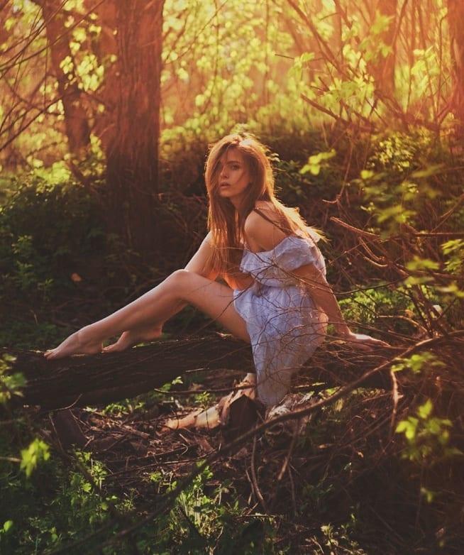 девушки в лесу летом фото