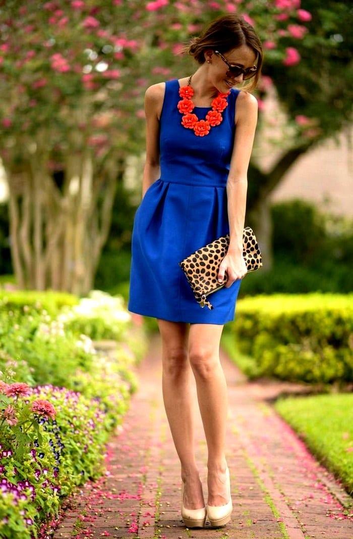Красное платье и синие туфли