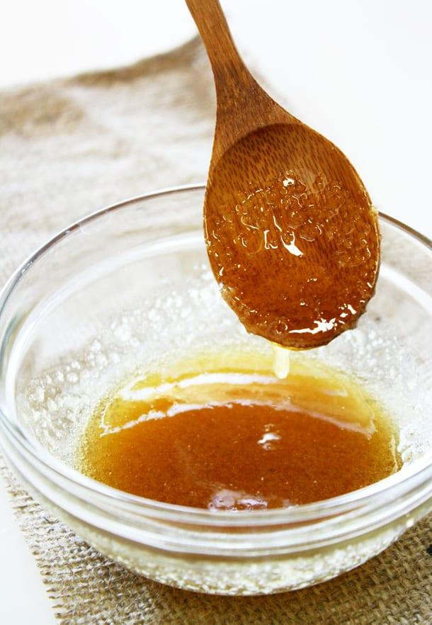 Мисочка с медом и ложка