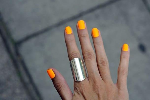Ногти с оранжевым лаком