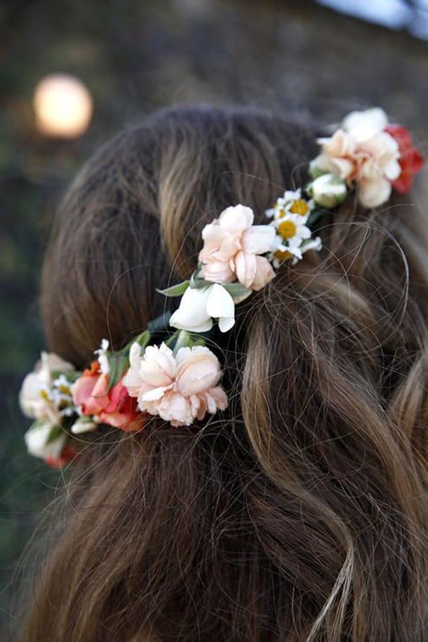 Обруч с цветами в волосах