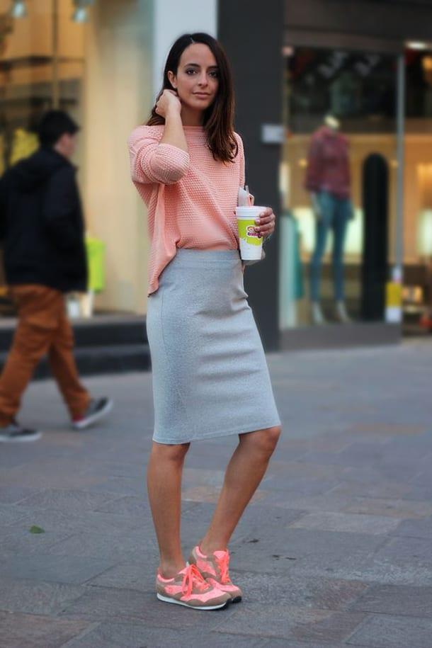 Облегающие юбки с кроссовками