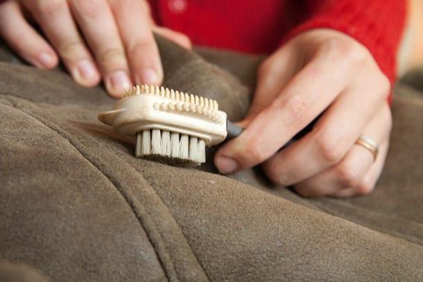 Как почистить диван Как почистить диван от грязи