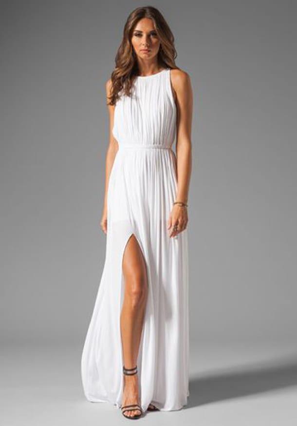 Длинное платье с разрезом от бедра