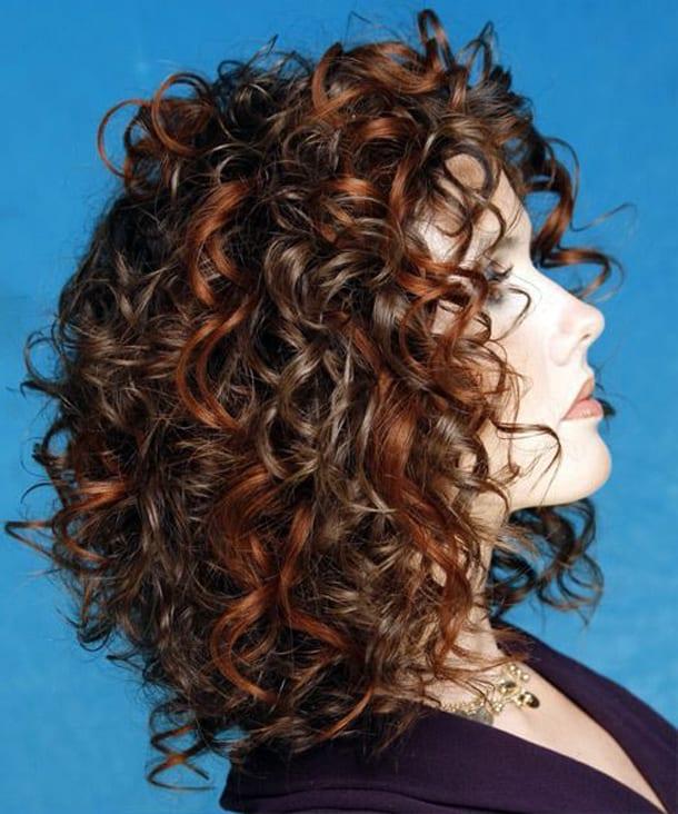 прически для волнистых волос видео