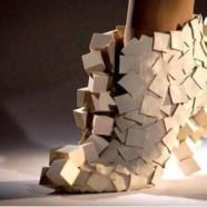 Оригинальная обувь из дерева, бумаги и стекла