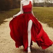 Платье с разрезом от бедра — для вечерних мероприятий и повседневной жизни